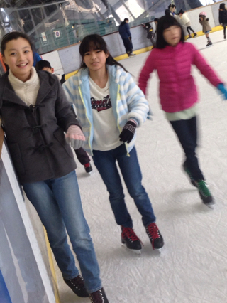 スケート!滑ったり転んだり!